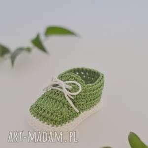 ręcznie robione buciki buty zostały wykonane z miłej w dotyku
