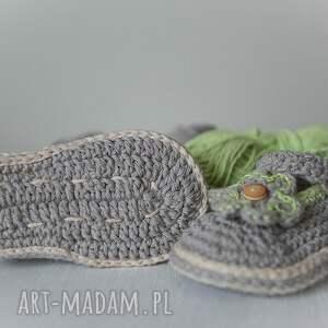 intrygujące buciki szydełko