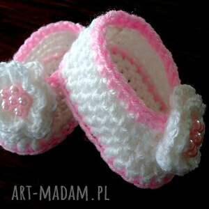 unikatowe buciki niemowlęce szydełkowe dla małej