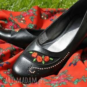 czarne buty folkowe balerinki z haftem