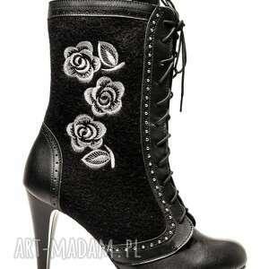 ręcznie zrobione buty filcowe buciki hrabiny