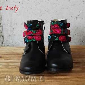 czerwone buty ludowe czarownice z paskami tybytu