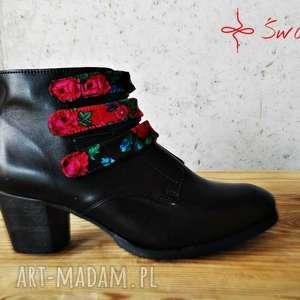 folk buty czarne czarownice z paskami tybytu