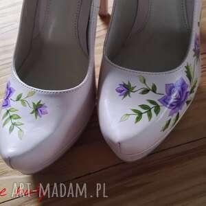 intrygujące buty folk góralskie malowanki fioletowe