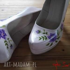 intrygujące buty róże góralskie malowanki fioletowe