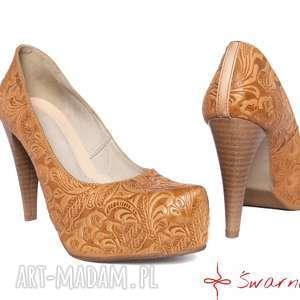 buty góralskie szpilki z tłoczonej