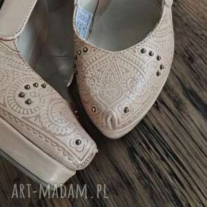 buty folk góralskie szpilki tłoczone serca