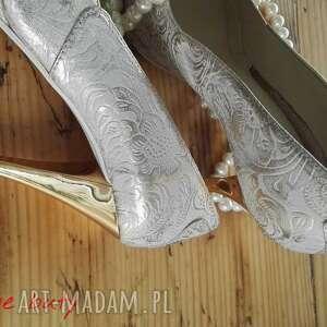 trendy buty folk góralskie złoto srebrne szpilki