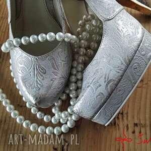 złote buty ludowe góralskie złoto srebrne szpilki