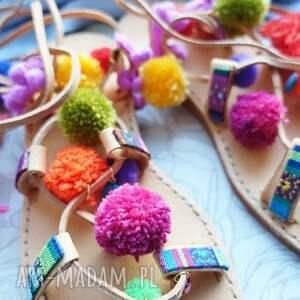 buty rzymianki 37 - kolorowe z pomponami
