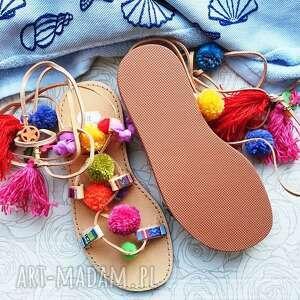 rzymianki buty 37 - kolorowe z pomponami