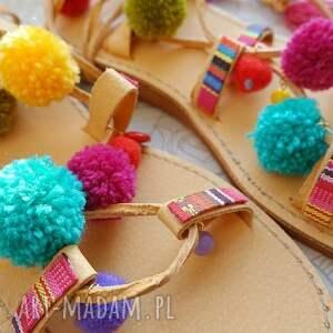 rzymianki buty 39 - kolorowe z pomponami