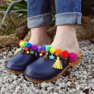drewniaki buty niepowtarzalne, tęczowe boho