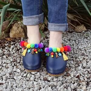 buty drewniaki niepowtarzalne, tęczowe boho