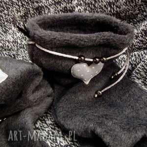czarne buty skarpetki ocieplacze dla stóp - serduszka