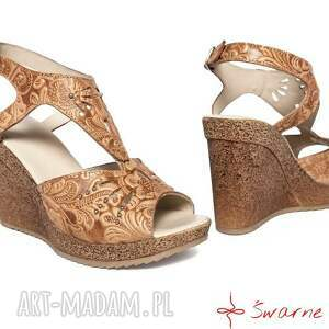nietuzinkowe buty folk sandały z tłoczonej skóry