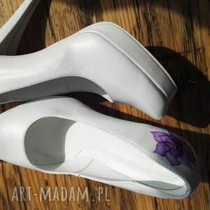 handmade buty folk ślubne szpilki z fioletowym kwiatem