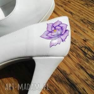 róża buty ślubne szpilki z fioletowym kwiatem