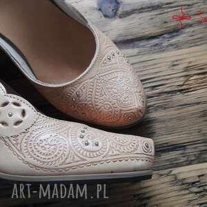 niekonwencjonalne buty folk tłoczone serca na korku, rozmiar 37