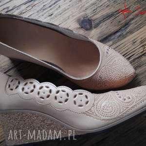 niekonwencjonalne buty jucht tłoczone serca na korku, rozmiar 37