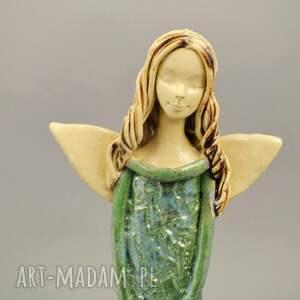 ceramika anioł z koszem maków