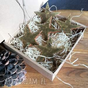pomysł na upominek na święta ceramiczne gwiazdki na choink&#281
