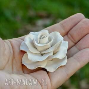 białe ceramika ceramiczna ceramiczne róże ręcznie lepione