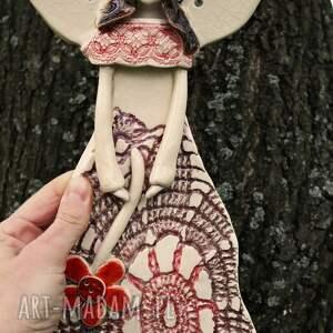 brązowe ceramika aniołek ceramiczny anioł w koronkowej sukni
