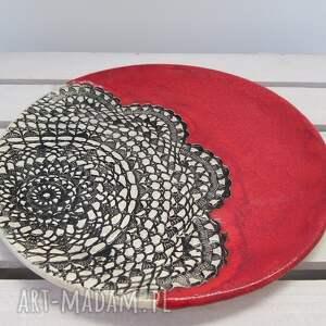 ceramika ceramiczny czerwień z koronką