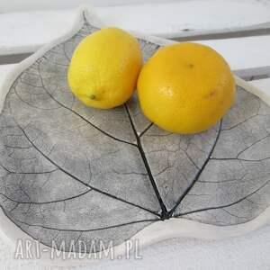 patera ceramika szare dekoracyjny talerz liść