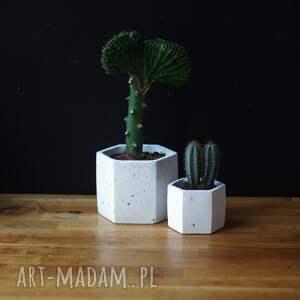 ceramika doniczka z-betonu geometryczna biała betonowa