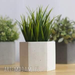 hand made ceramika doniczka z-betonu geometryczna biała betonowa
