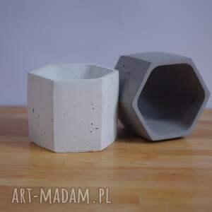 doniczka z-betonu ceramika geometryczna biała betonowa