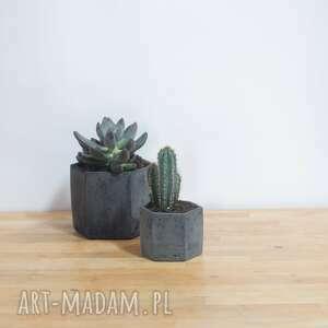 ceramika doniczka na kaktusy geometryczna czarna mała betonowa