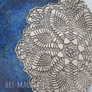 beżowe ceramika granatowy koronkowy talerz