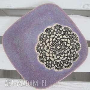 ceramika fioletowy lawendowy talerzyk z koronką