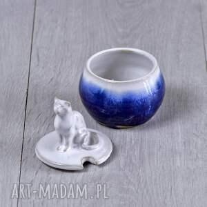 ceramika dla miłośnika kotów mała cukiernica z figurką kota |