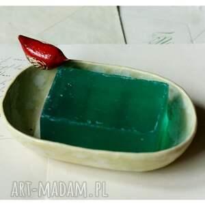 beżowe ceramika mydelniczka z czerwonym ptaszkiem