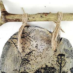 sztuka szare płytka ceramiczna z naturalnym drzewem