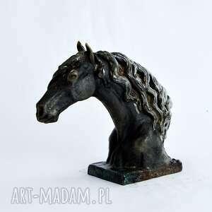 ceramika rzeźba popiersie konia fryzyjskiego |