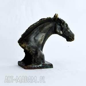 czarne ceramika fryz popiersie konia fryzyjskiego |