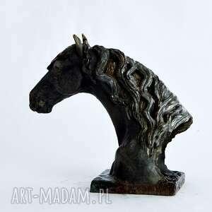 rzeźba ceramika popiersie konia fryzyjskiego |