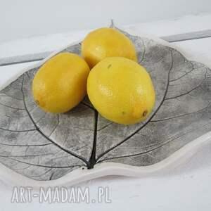 patera ceramika szare talerz liść