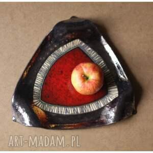 beżowe ceramika trójkątna patera z czerwonym okiem