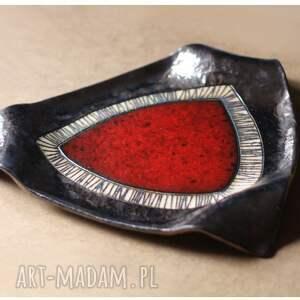 Trójkątna patera z czerwonym okiem duża - ceramika