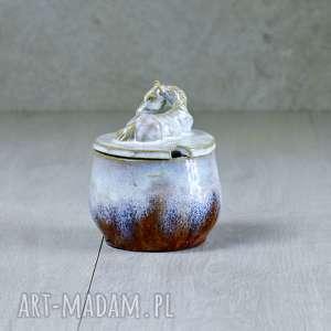 hand made ceramika cukiernica urocza z figurką konia