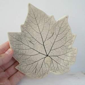 beżowe ceramika roślinna winogronowy listek talerzyk