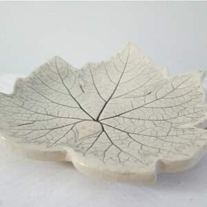 ceramika roślinna winogronowy listek talerzyk