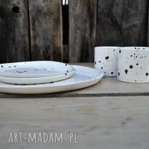 Ceramika Tyka Wyjątkowy zestaw dla dwojga biało czarny nakrapiany - kubki talerz