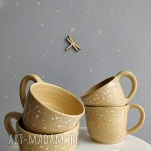 atrakcyjne ceramika kubki zestaw czterech ręcznie robionych